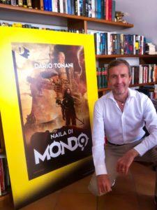 """Dario Tonani nel suo studio con il cartonato di """"Naila di Mondo""""."""